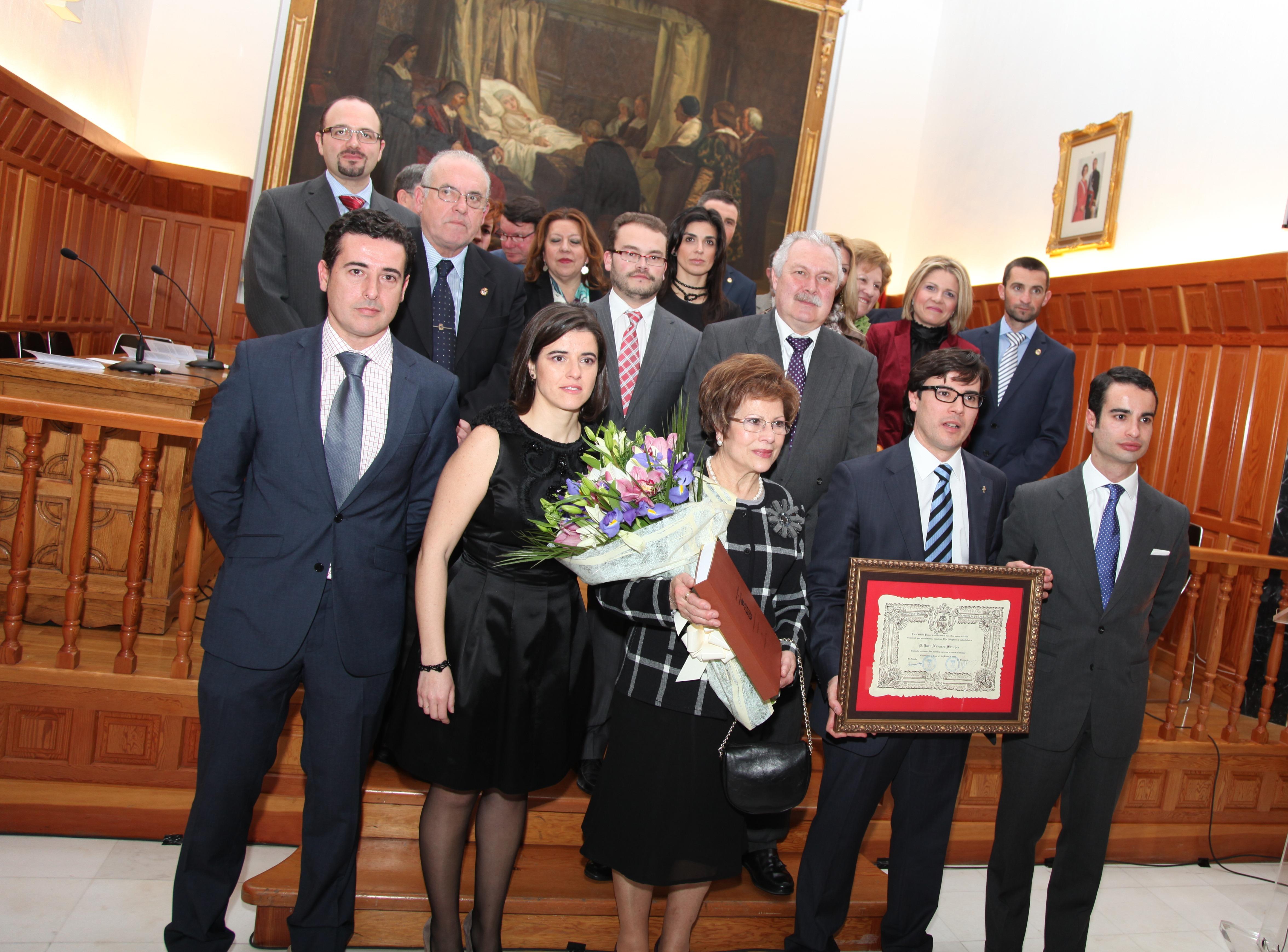 La familia de Juan Navarro recibió el título de Hijo Adoptivo