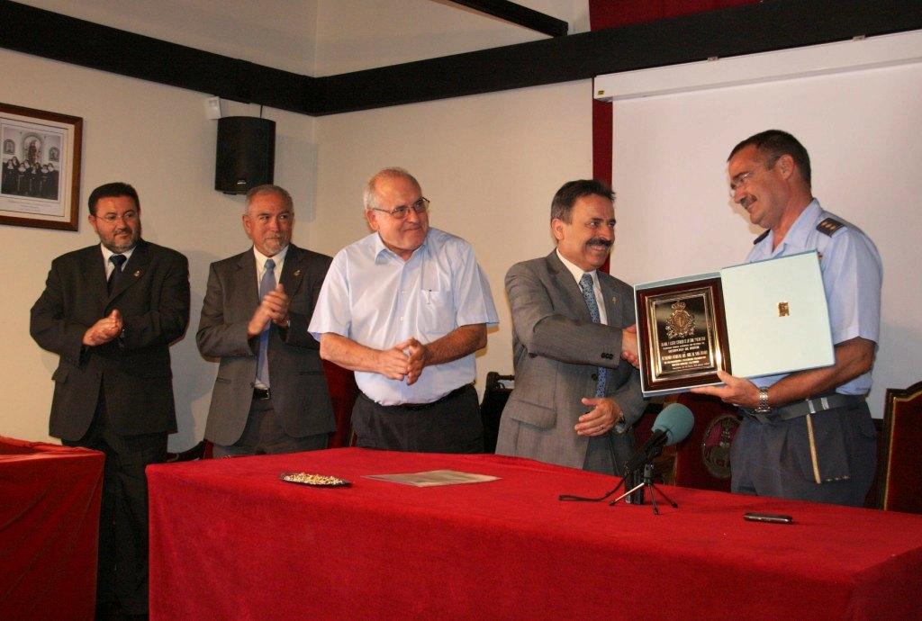 La Cofradía de la Vera Cruz entrega su Distinción de Honor a la Academia General del Aire