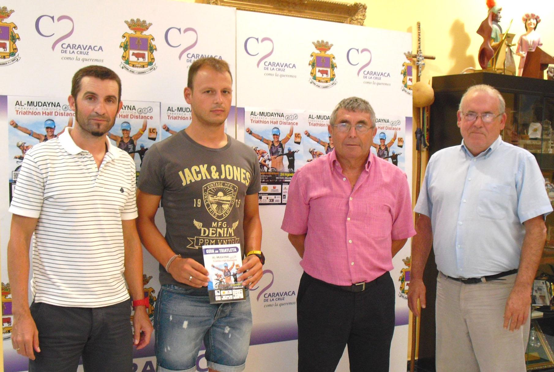 Más de 200 deportistas participan en la primera edición del Triatlón Al-Mudayna